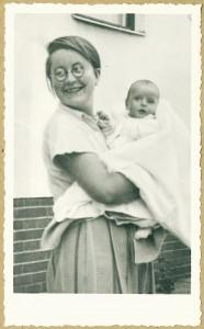 Herrmann, Lilo mit Sohn Walter 1934; VVN-Archiv BeLilo